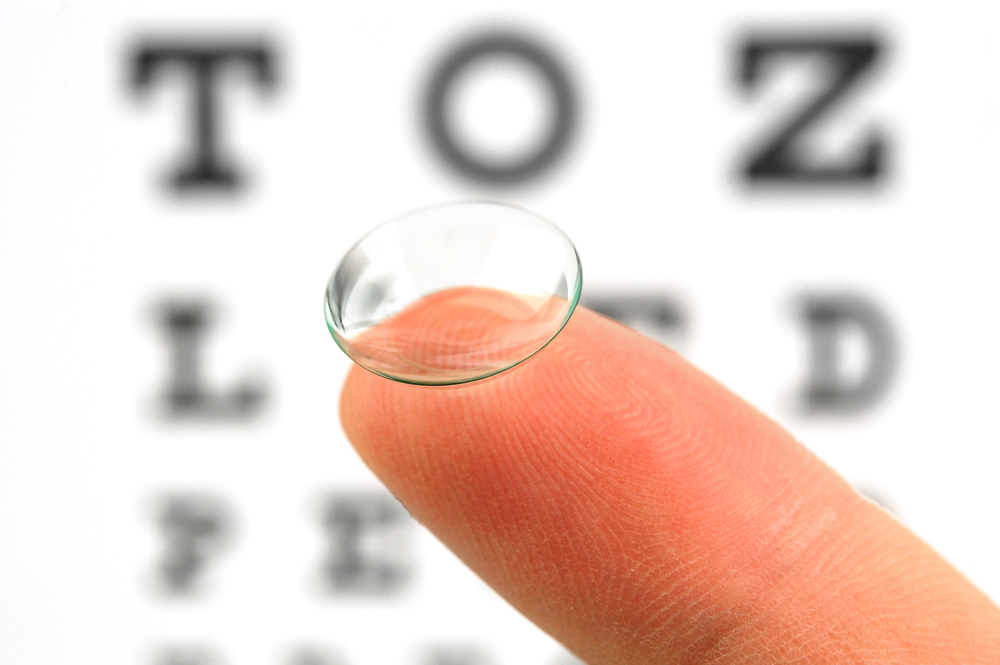 Contact lens exam in Hamilton, ON.
